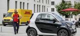 DHL odbierze paczkę z bagażnika samochodu Smart