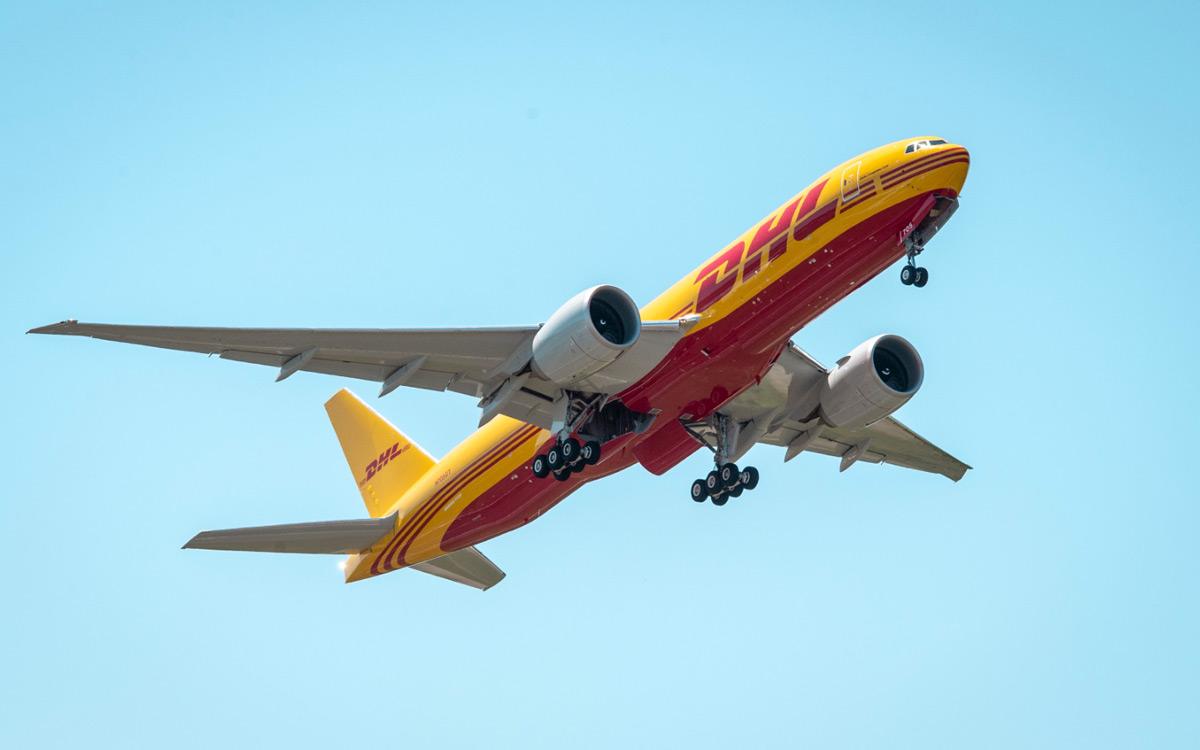 Przesyłki lotnicze w DHL. Fot. źródło: dpdhl.com