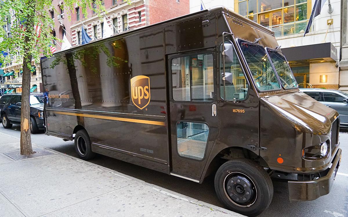 Jak wysłać paczkę kurierem UPS
